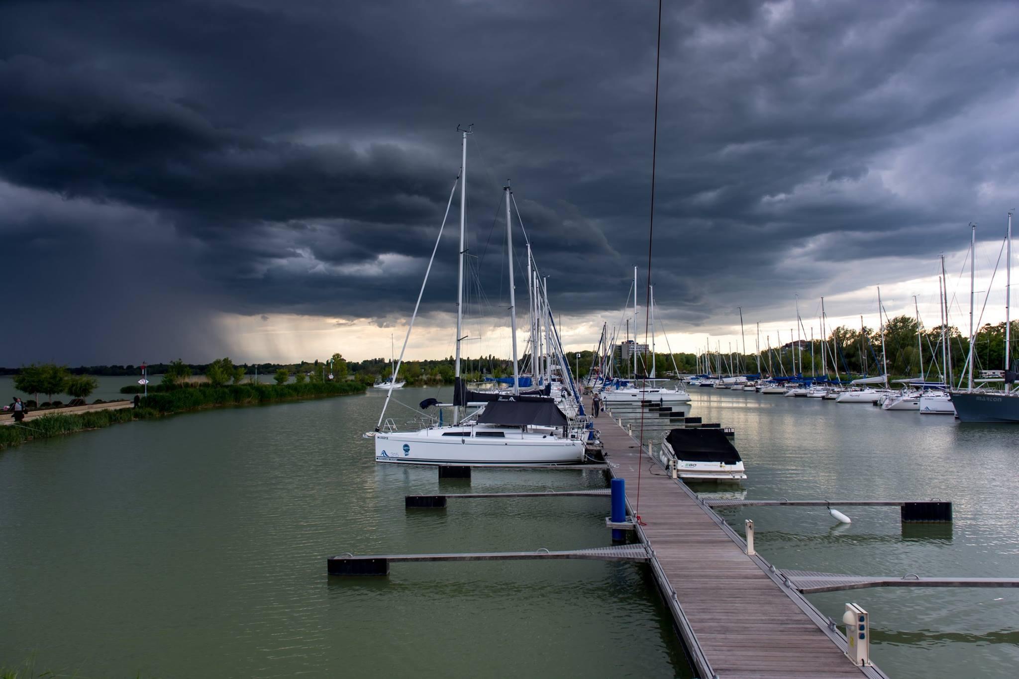 keszthelyi kikötő vihar előtt